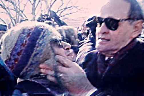 CCT0118 - Former Prime Minister Jean Chrétien moves an anti-poverty protester out of his way in Hull, Quebec on Feb. 15, 1996. The Prime Minister's chokehold became known as the Shawinigan Handshake after his home town. / L'ancien premier ministre Jean Chrétien déplace un protestataire combattant la pauvreté hors de sa voie dans la coque, Québec le 15 février 1996. Le chokehold du premier ministre est devenu notoire comme prise de contact de Shawinigan après sa ville natale.